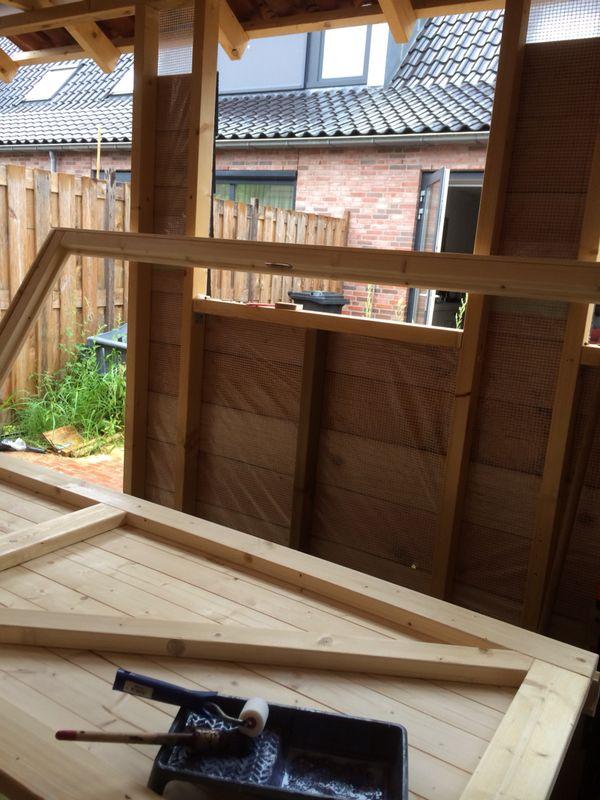 Montieren Sie die Tür- und Fensterrahmen