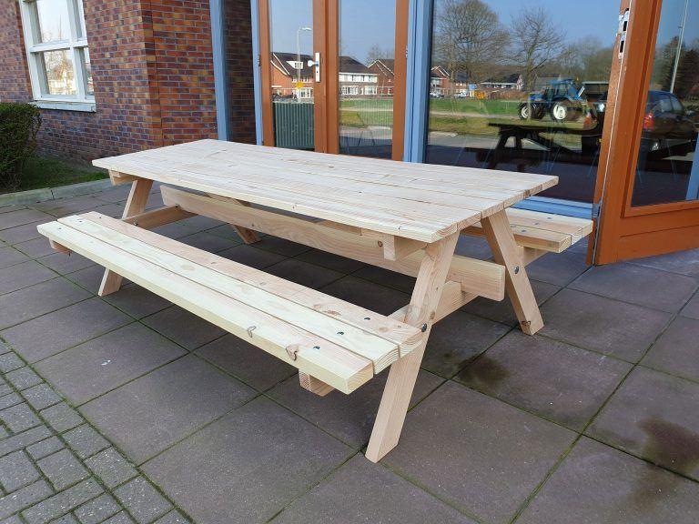 Großer Picknicktisch selber bauen