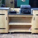 Outdoor Küche aus Douglas-Holz bauen, der Sommer wird ein Fest