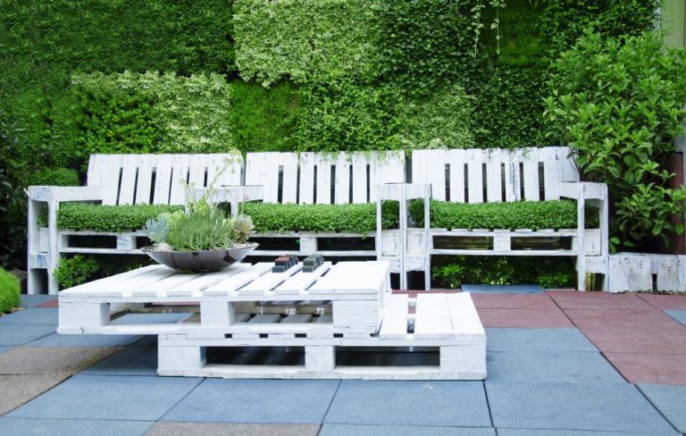 Gartenbank aus Paletten selber bauen